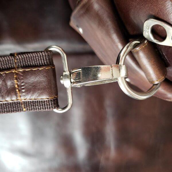 maleta-de-cuero--color-marron-metales