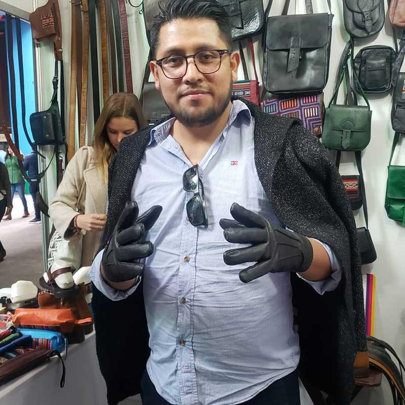 clientes-satisfechos-guantes-de-cuero-original-lima-peru-marron