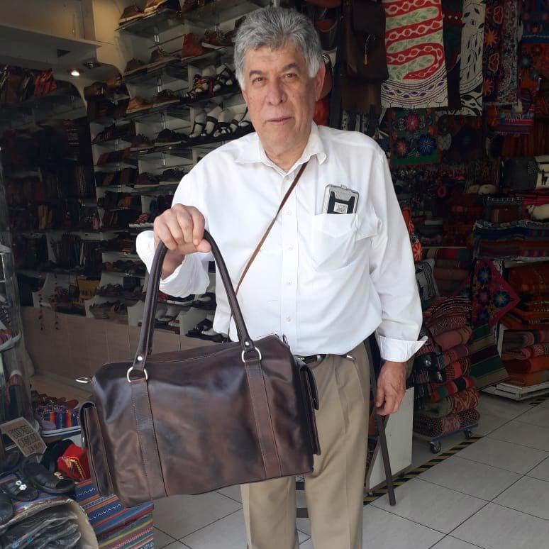clientes-satisfechos-maleta-de-cuero-original-lima