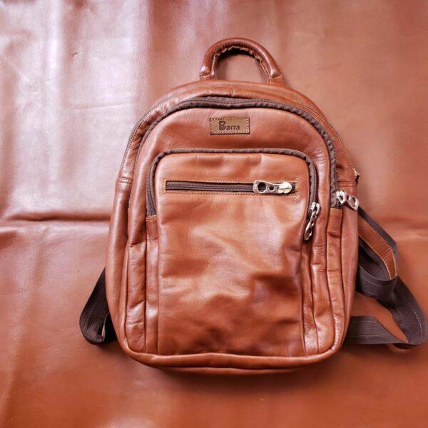 mochila-de-cuero-color-natural-cara