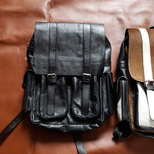 mochila de cuero 4 bolsillos negro cara