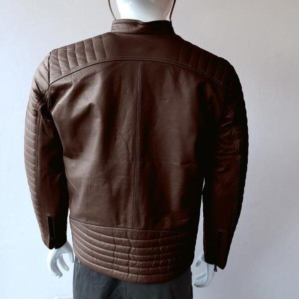 casaca-de-hombre-color-marron-espalda-modelo-02