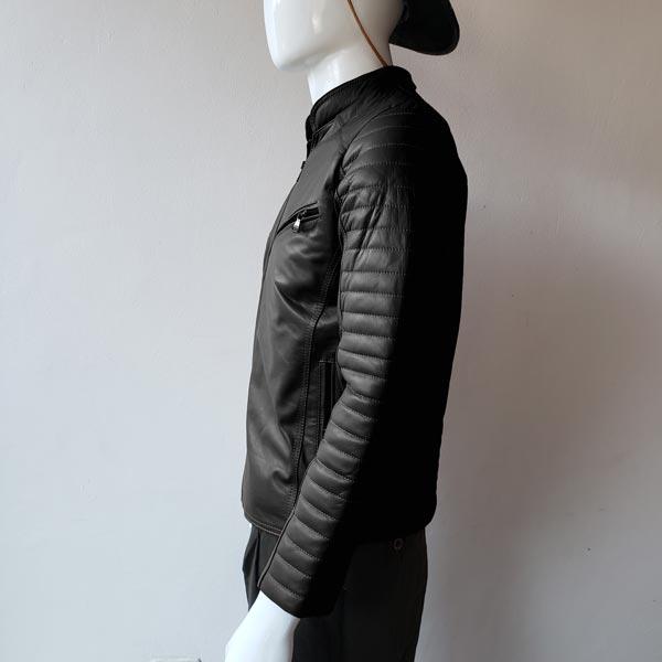 casaca-de-hombre-color-negro-lado